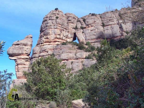 Formaciones rocosas en la sierra de Montserrat