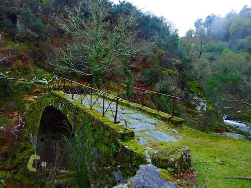 Puente de piedra en Soajo
