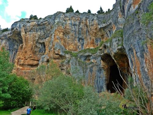 Cueva en el Cañón del río Lobos