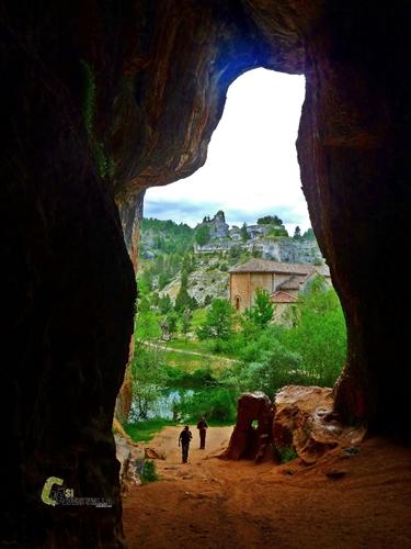 Cueva en el río Lobos