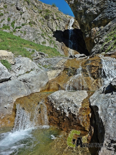 Cascada en el valle de Otal