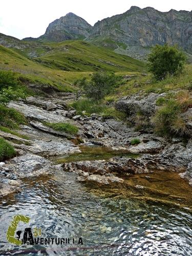 Arroyo en el valle de Ordiso