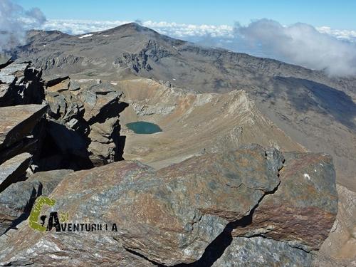 Laguna de la caldera desde el Mulhacen
