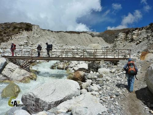 Cruzando el puente hacia Thokla