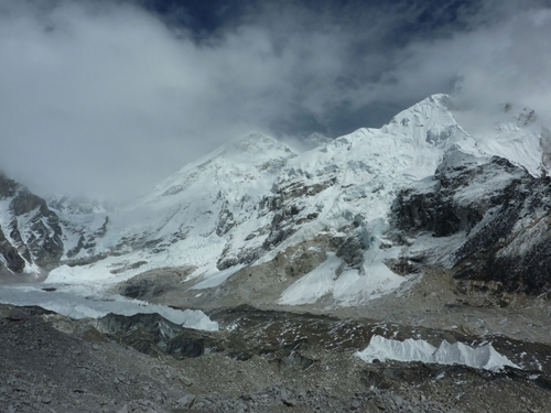 el Everest entre los dos picos