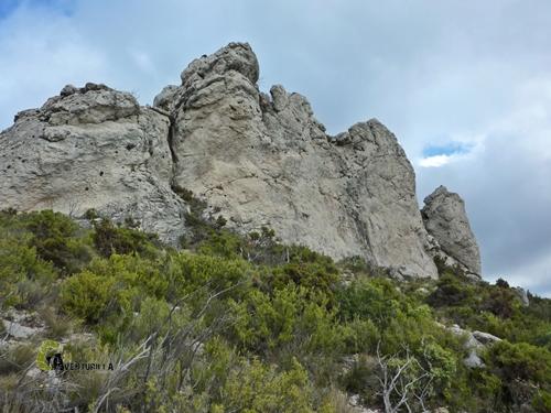 Vista hacia paredes de roca