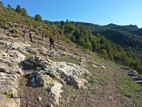 Subiendo pro firme rocoso