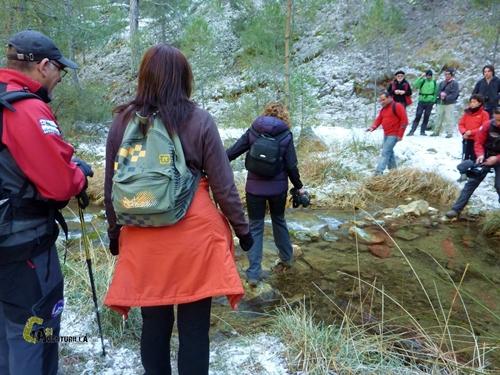 Cruzando el arroyo de Guazalamanco