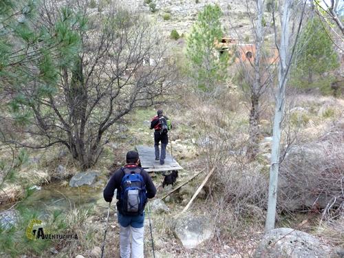 Cruzando un arroyo