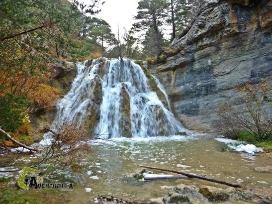 bonita cascada en el río Alfambra