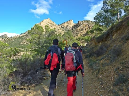 Camino amplio y cómodo para el senderismo