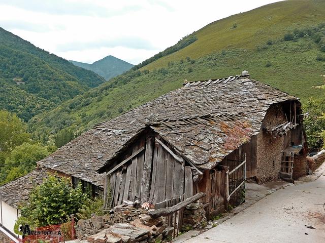 Casas en la aldea de Irrondo de Besullo