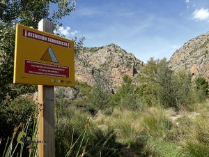 señal de peligro en el barranco de Los Trancos