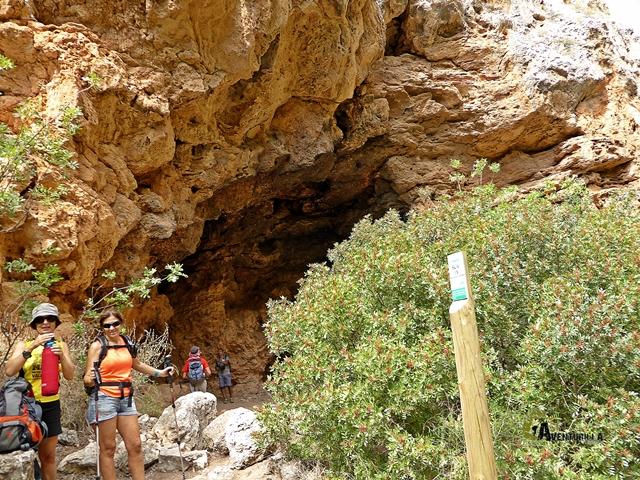 Entrada a la cueva Tejedor