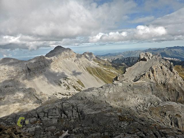 Vistas de las montañas de Lhurs