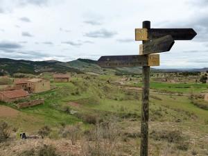 Cruce de senderos señalizados