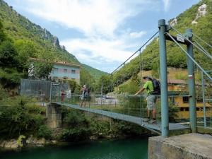 Puente colgante sobre el río Cares