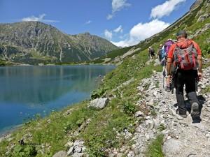 En el lago Czarny Staw Pod Rysam