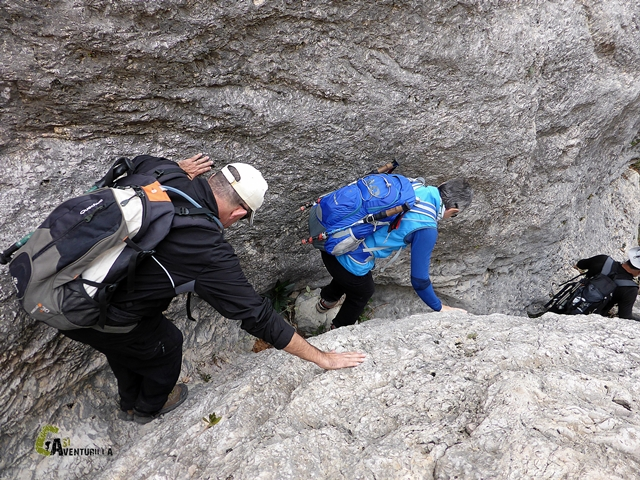 pasos entre rocas en la rambla Argongeña
