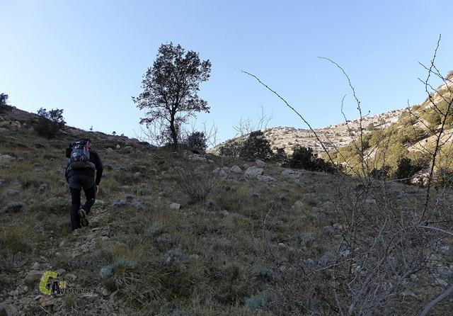 Subiendo hacia el Tossal de la Nevera