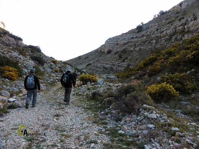 Por el barranco de la Masada