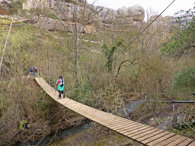 Puente colgante sobre el río Montsant