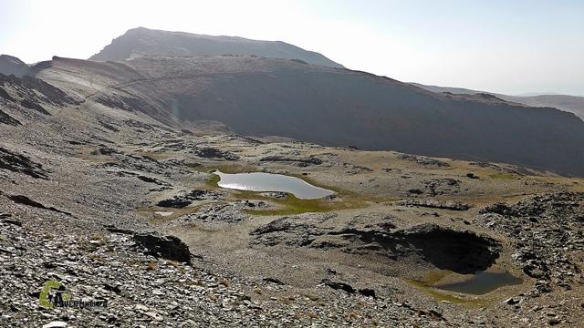 Hacia Laguna de Río Seco y al fondo el Mulhacen