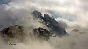 Cumbres con nubes