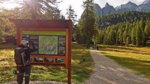 Panel de senderismo en Dolomitas