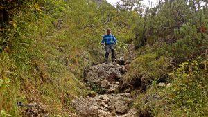 sendero de bajada del lago de Sorapís