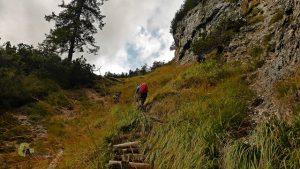 sendero de subida en las cascadas del río Fanes
