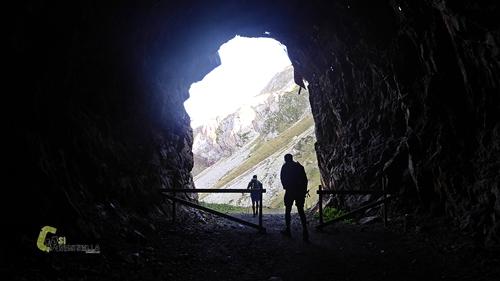 Túnel en el embalse de Llauset