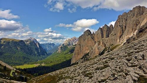 Valle en Dolomitas