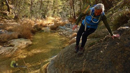 Salvando una roca en el río
