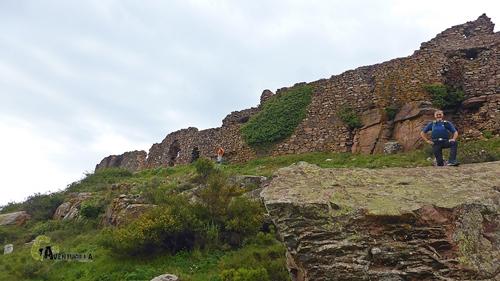 Restos de la muralla del castillo de Castro