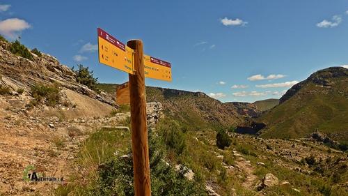 Cruce de senderos del GR262 y PR118